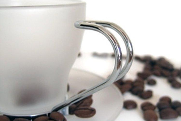 Prepara el café con agua fría por menos ácido.