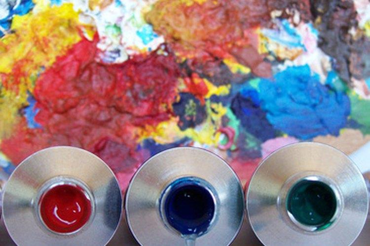La experimentación con pintura puede ayudar a los estudiantes a crecer artísticamente.