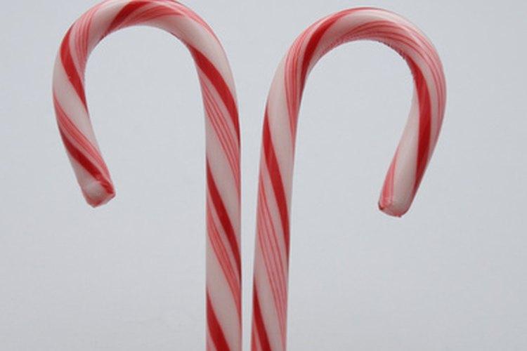Los bastones de caramelo se pueden utilizar para jugar en la fiesta de Navidad.