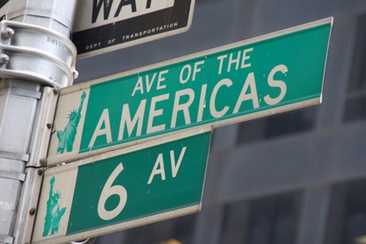 En la Sexta Avenida de Manhattan hay muchas empresas.