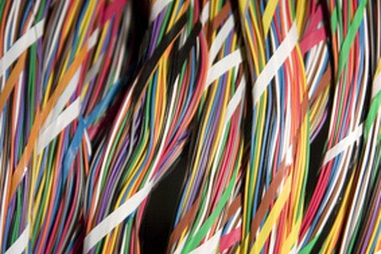 Aprende a detectar cables telefónicos con falso contacto usando un multímetro.