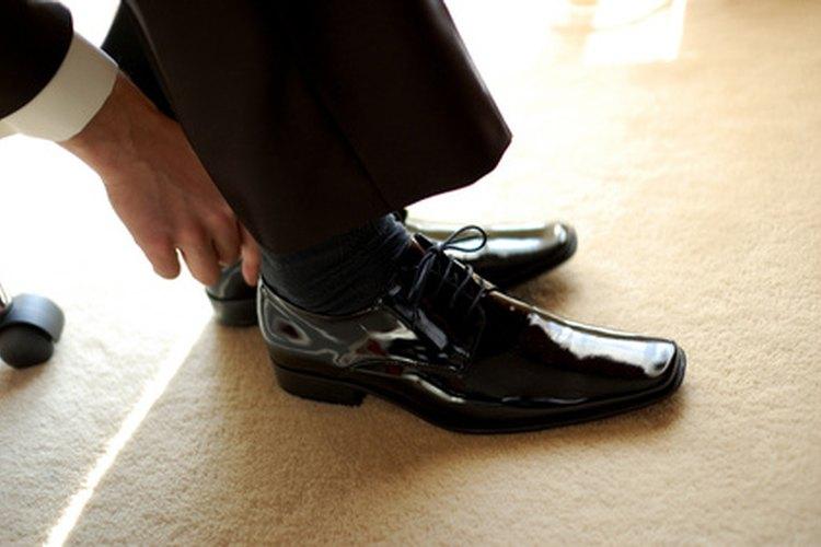 Puedes abrillantar fácilmente tus propios zapatos en casa.