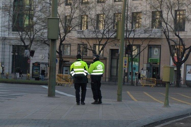 Los agentes de policía deben hacer siempre un reporte policial.