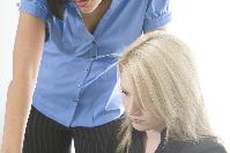 Si lo dejas salir de la reunión sin tener la certeza de que entiende, será culpa tuya si la conducta del empleado no mejora.