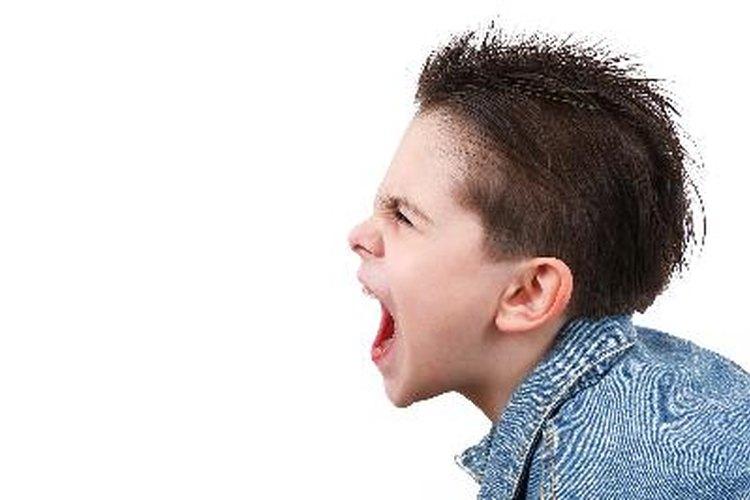 Utiliza estrategias de disciplina positivas para un niño con problemas emocionales y de comportamiento.