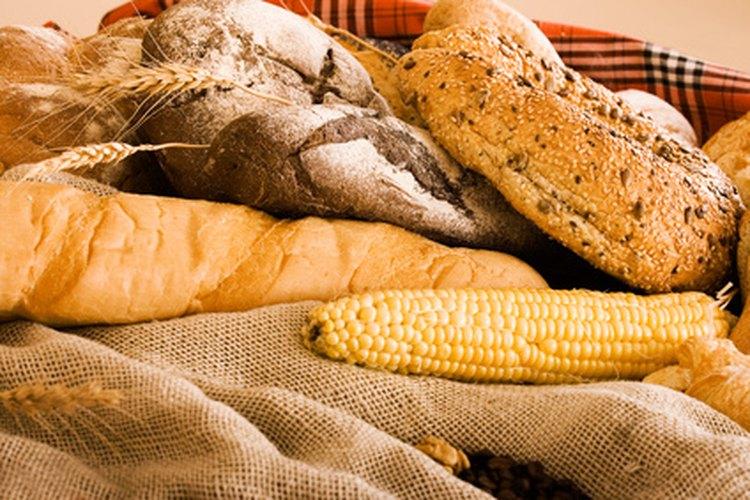 Las semillas de lino molidas o la harina de coco le darán a tu pan la textura perfecta.