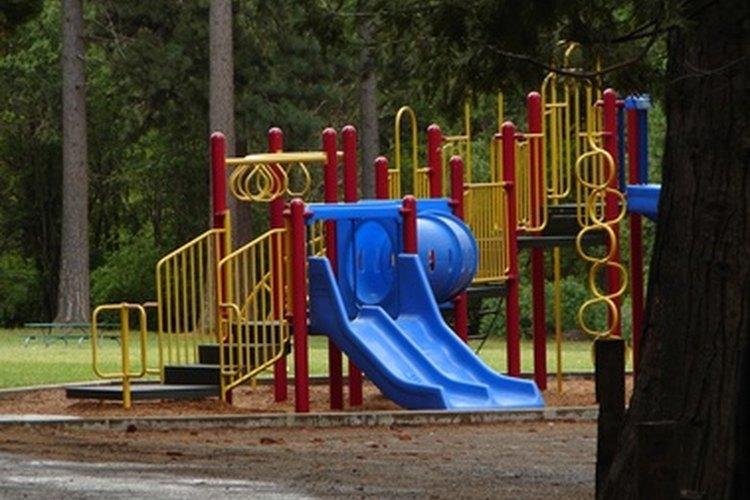 El equipamiento del patio de juegos ofrece una opción de juegos para los invitados.