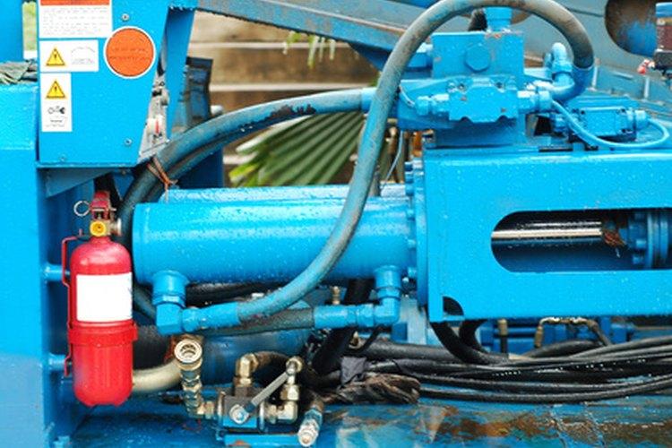 El fluido hidráulico puede ser contaminado por partículas contaminantes o químicos (orgánicos).