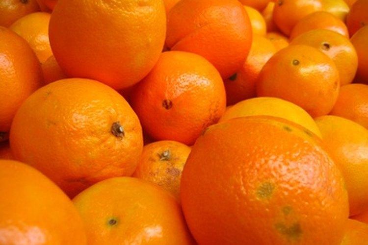 La vitamina C se encuentran en los cítricos como la naranja.