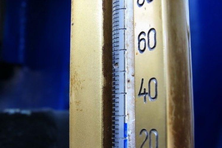 La temperatura en grados Celsius o Fahrenheit es un dato de intervalo.