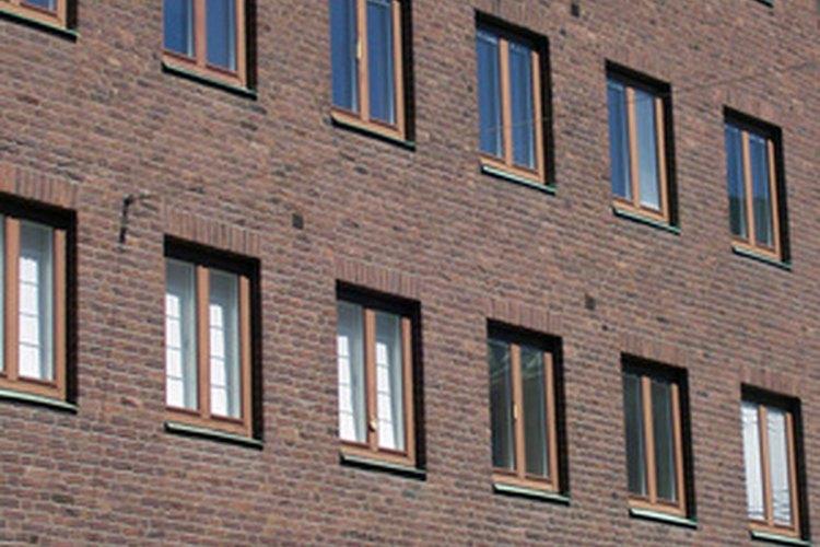Los gerentes de mantenimiento cuidan el mantenimiento y las funciones de los edificios de la empresa.