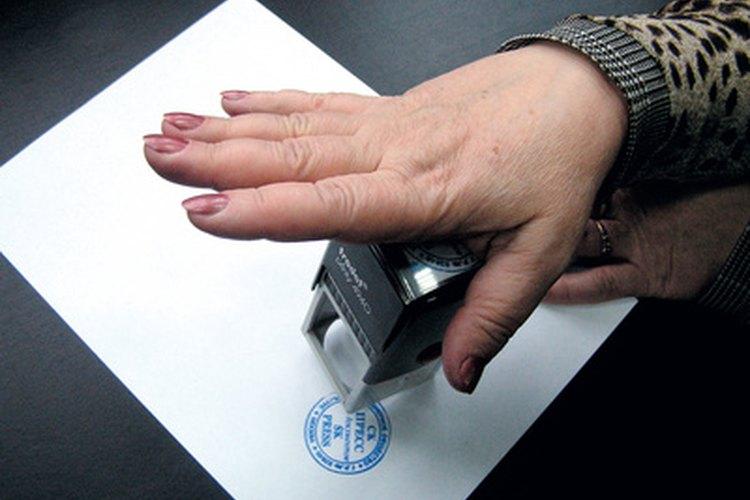 Algunas profesiones no usan sellos de firma porque la revisión personal es requerida.