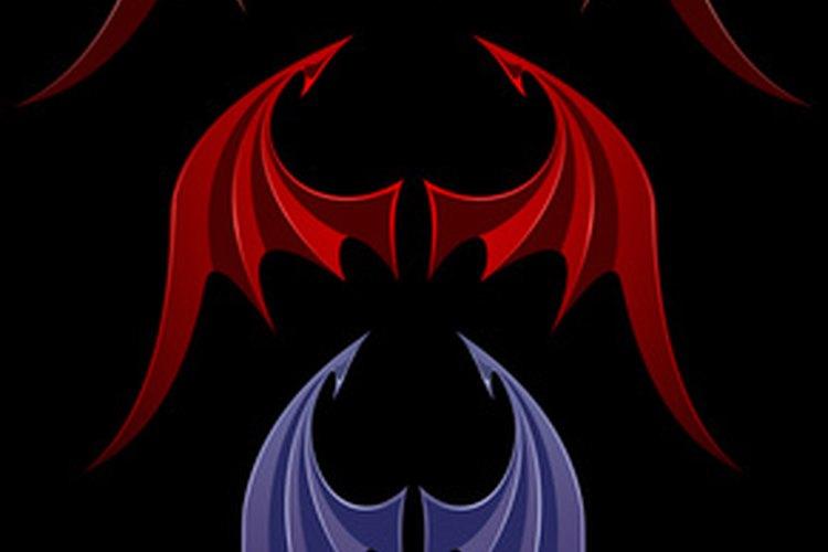 Los disfraces de alas de murciélago para perros se cortan en forma de alas caricaturescas para hacerlas fácilmente identificables.