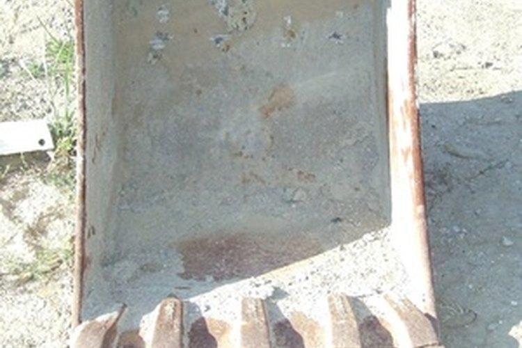 Las retroexcavadoras cuentan con grandes palas para cavar y son útiles para una variedad de tareas agrícolas.