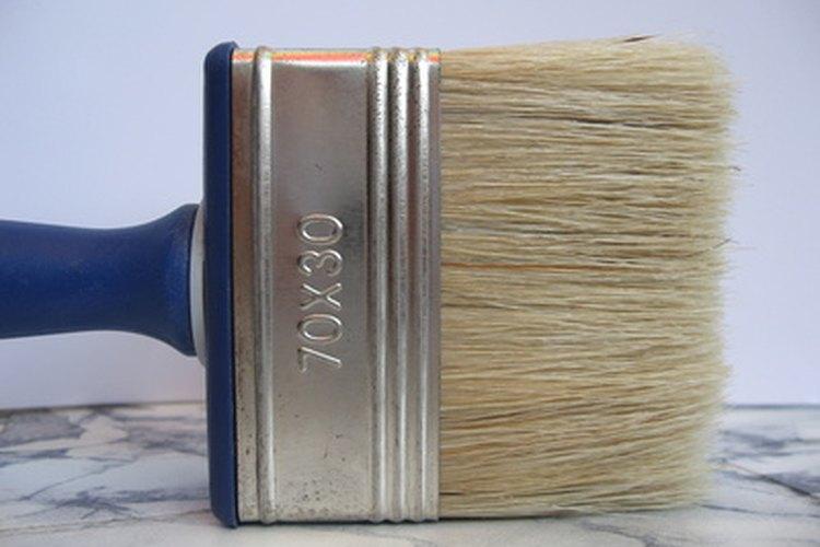 Elige brochas y pinceles de alta calidad para lograr los mejores resultados.