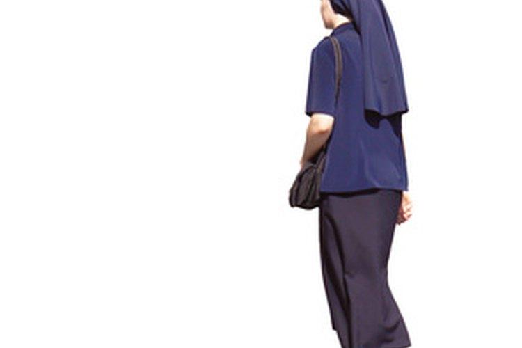 No hay ningún secreto para dirigirse a una monja, simplemente háblale de forma respetuosa.