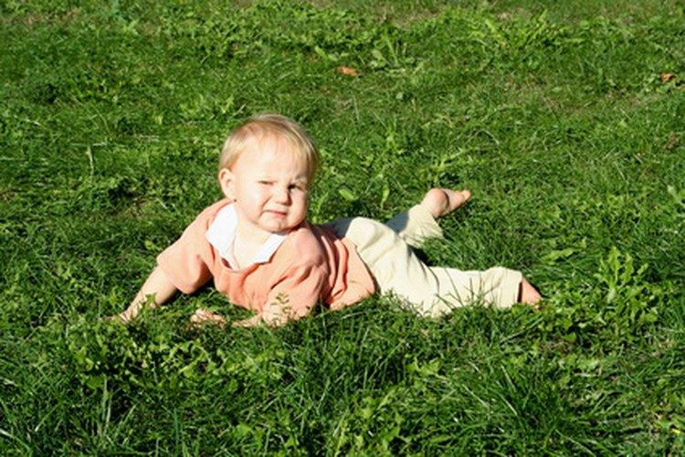 Los bebés necesitan ser protegidos de la exposición solar.
