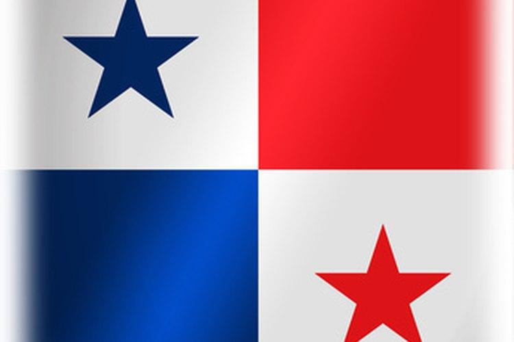 La bandera de Panamá ondea en el canal.