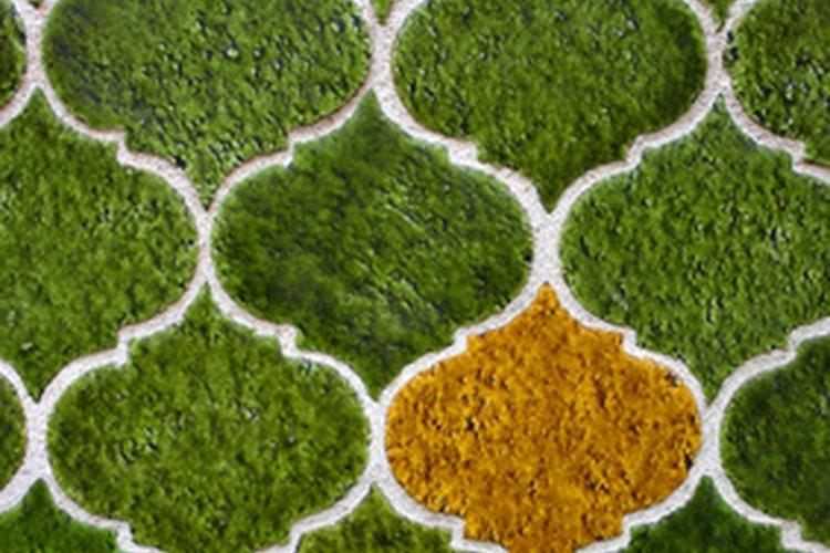 La cerámica se fabrica con barro, a temperaturas muy elevadas.