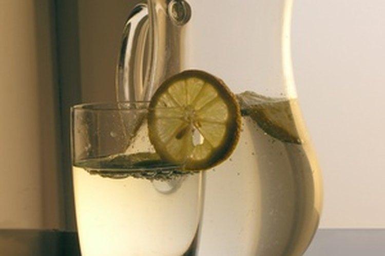 Toma un vaso extra de agua cada vez que amamantes a tu bebé.