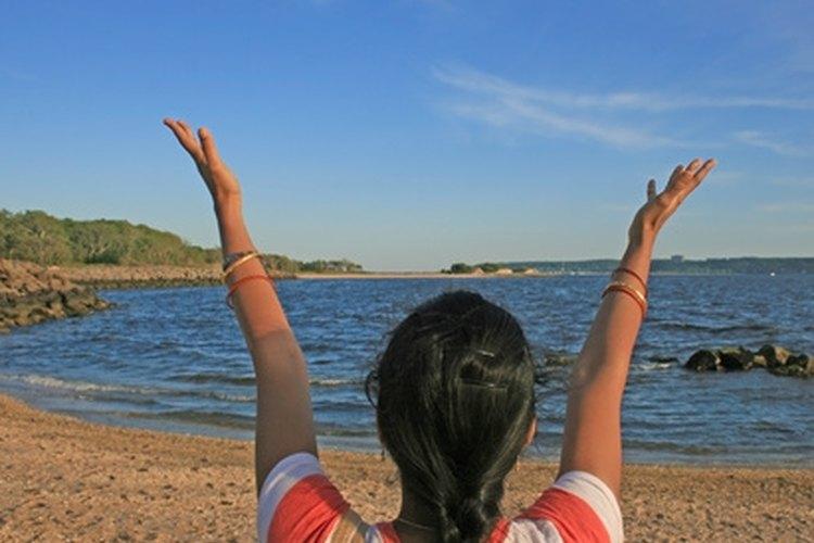 Comunícate con tus espíritus guía, ángeles o madre naturaleza para desbloquear tus poderes.