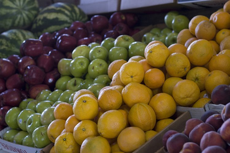 Para la confección de perfume se extraen aceites de frutas.