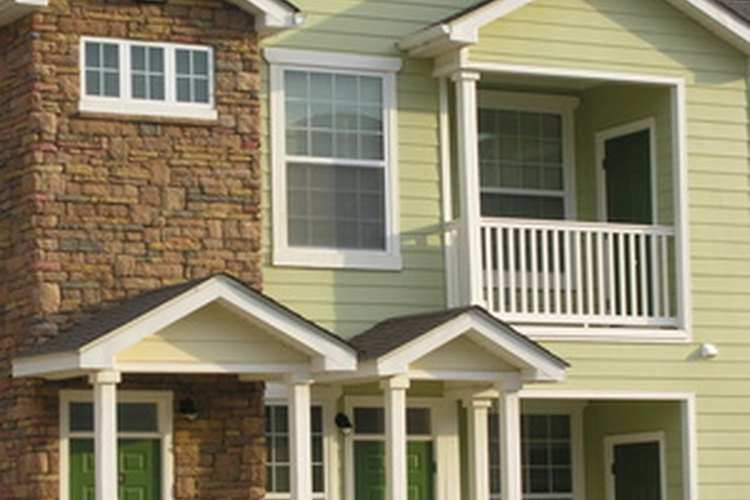 Los cimientos deben soportar el pedo adicional de una casa de dos plantas.