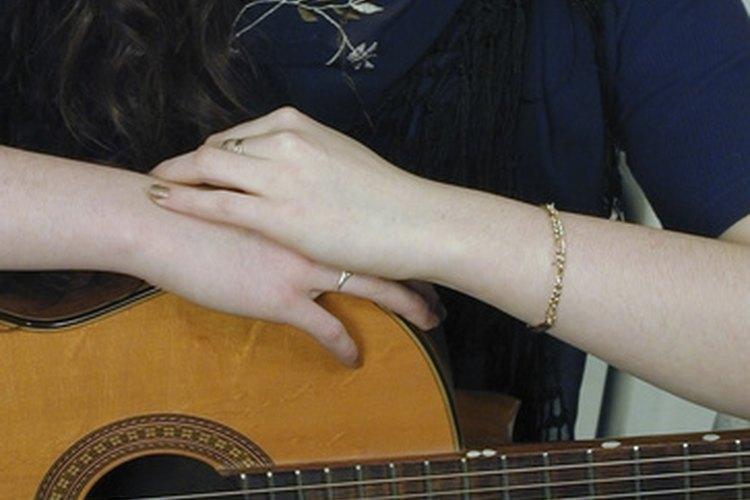 Las canciones cristianas abarcan las creencias, valores y la moral cristiana.