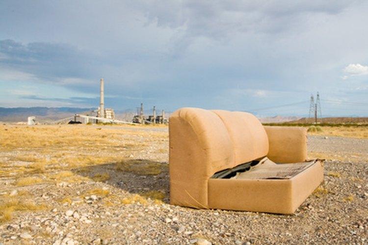 Rediseña un viejo sofá para darle un toque nuevo a tu hogar.