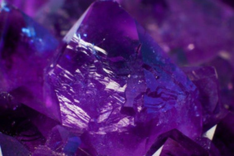 La amatista se considera un buen cristal para eliminar energías no deseadas.