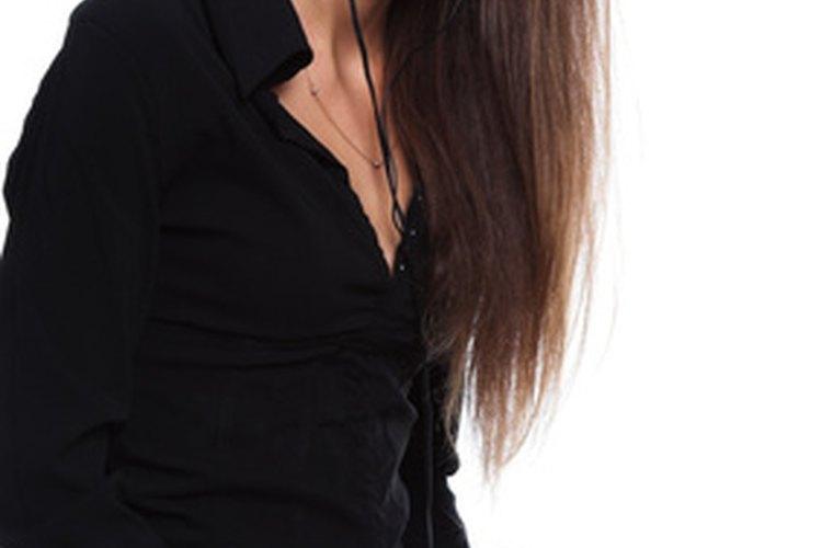 La asistente administrativa en una empresa pequeña realiza muchas funciones.