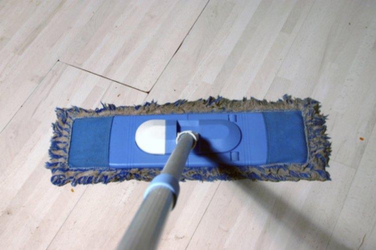 Usa una lista de quehaceres semanales para mantener tu vivienda limpia y fresca.