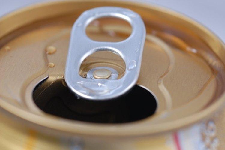 Si se almacena apropiadamente, una lata de gaseosa puede beberse varios meses después de su fecha de expiración.