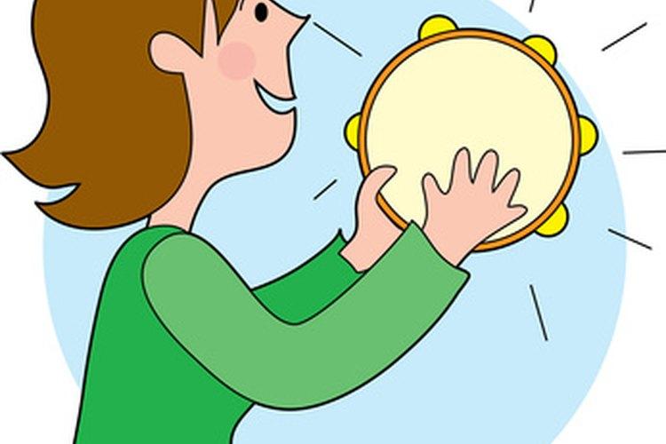 Dos platos de papel y algunos cascabeles pueden crear una pandereta que se parezca al instrumento real.