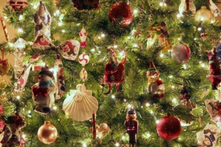 Los árboles de Navidad prealumbrados vienen en una amplia gama de tamaños.