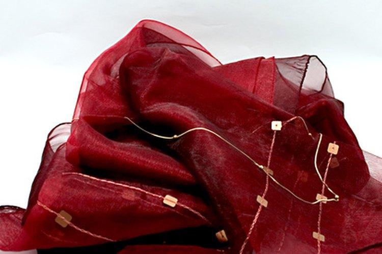 Las prendas africanas con frecuencia se confeccionan con una variedad de telas naturales.
