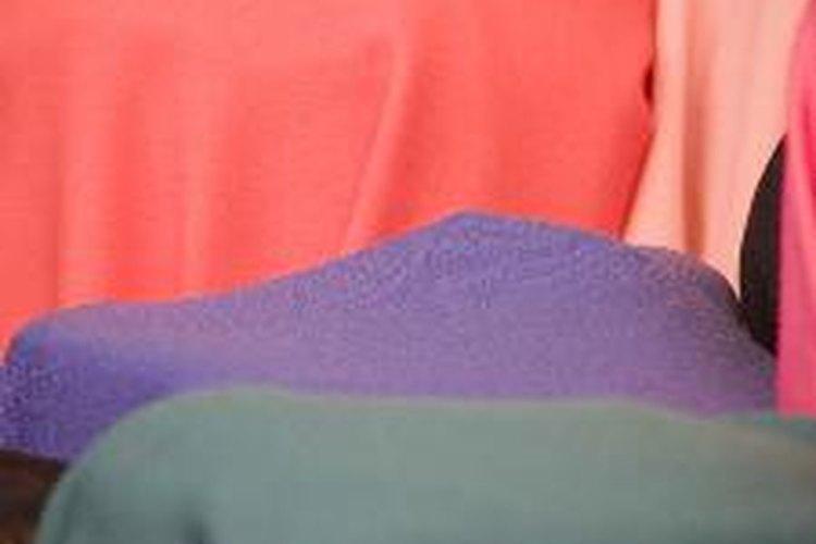 Cómo estirar ropa encogida.
