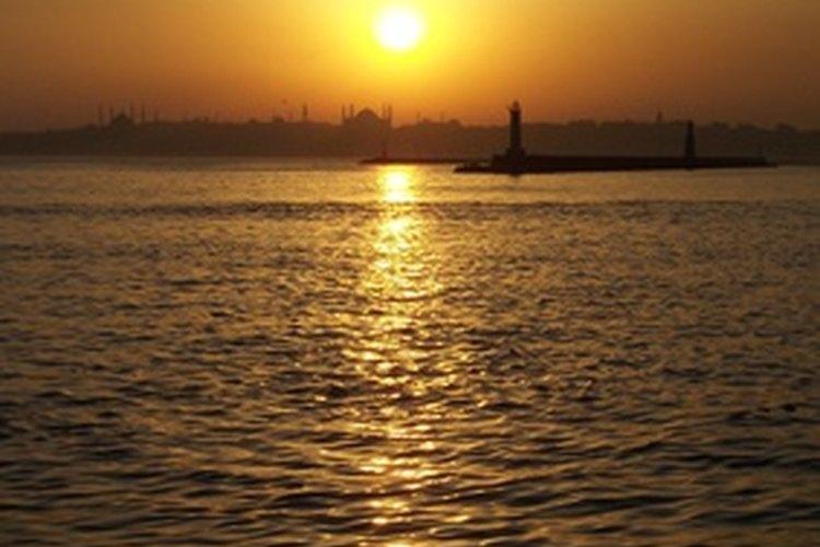 Toma aproximadamente ocho minutos para que la luz del sol llegue a la Tierra.