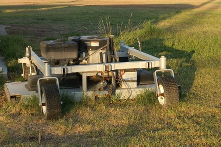 La segadora rotativa puede hacer trabajos rápidos de limpieza de arbustos.