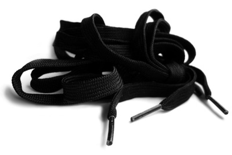 Aprender a atar los cordones pueden producir una sensación de logro y orgullo entre los niños pequeños.