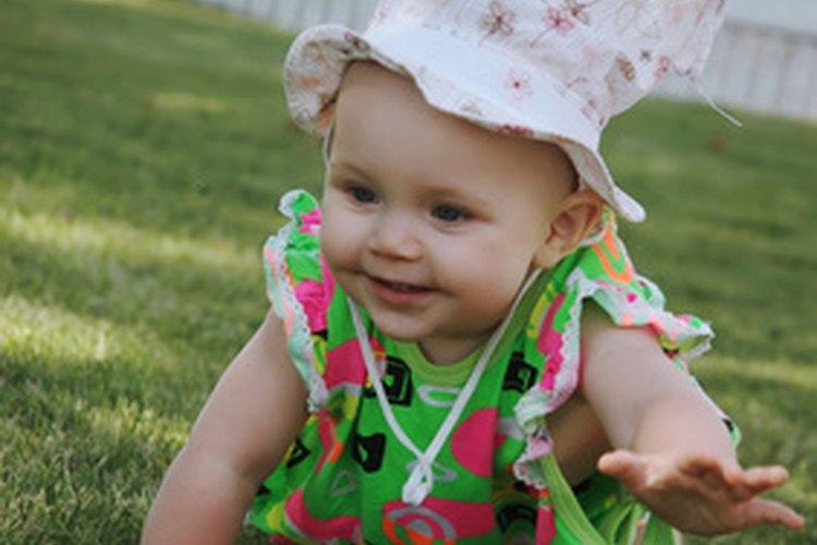 Los bebés gatean  alrededor de los siete meses.