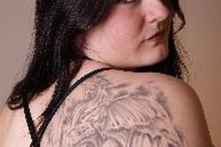 Los diseños de tatuaje muy simétricos, como patrones tribales o célticos, son más propensos a sufrir los efectos de la pérdida de peso.