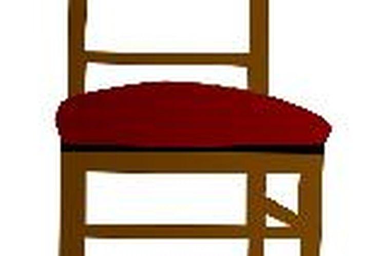 Las sillas de madera son ideales para espacios internos o al aire libre.