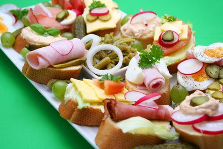 Los aperitivos suculentos son una de las opciones populares para la comida de una boda.