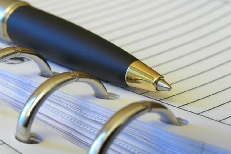 Un editor asistente tiene deberes editoriales específicos en función de la jerarquía de la organización.