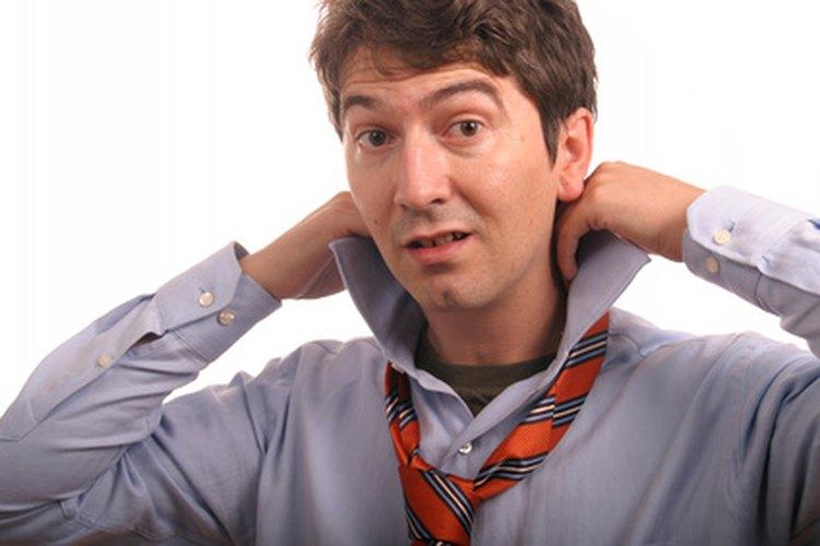 Las corbatas de tamaño adecuado ayudan a crear una apariencia pulcra.