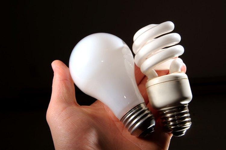 Las bombillas de luz están llenas de diferentes gases nobles.