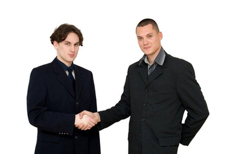 Una variedad de socios se unen para formar una SRL exitosa.