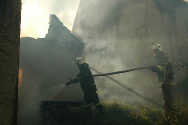 Edificio incendiándose.