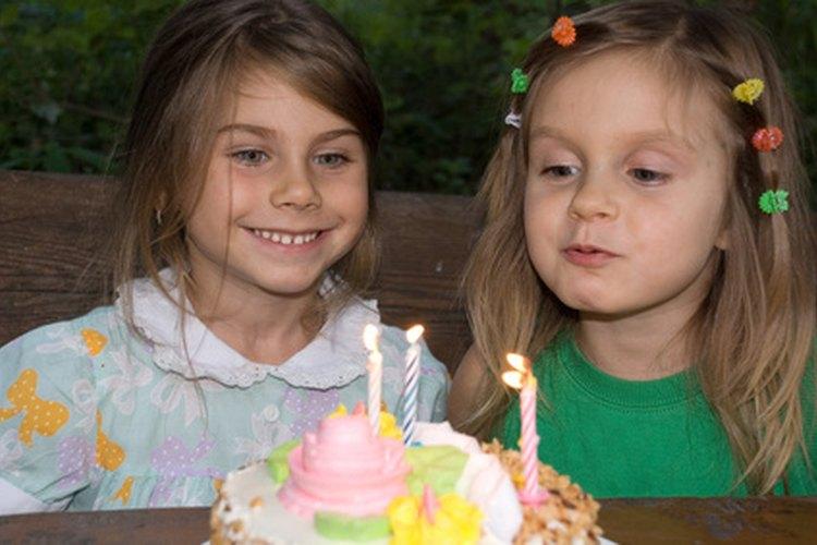 Hoy en día muchas personas se detienen a pedir un deseo antes de soplar sus velas.